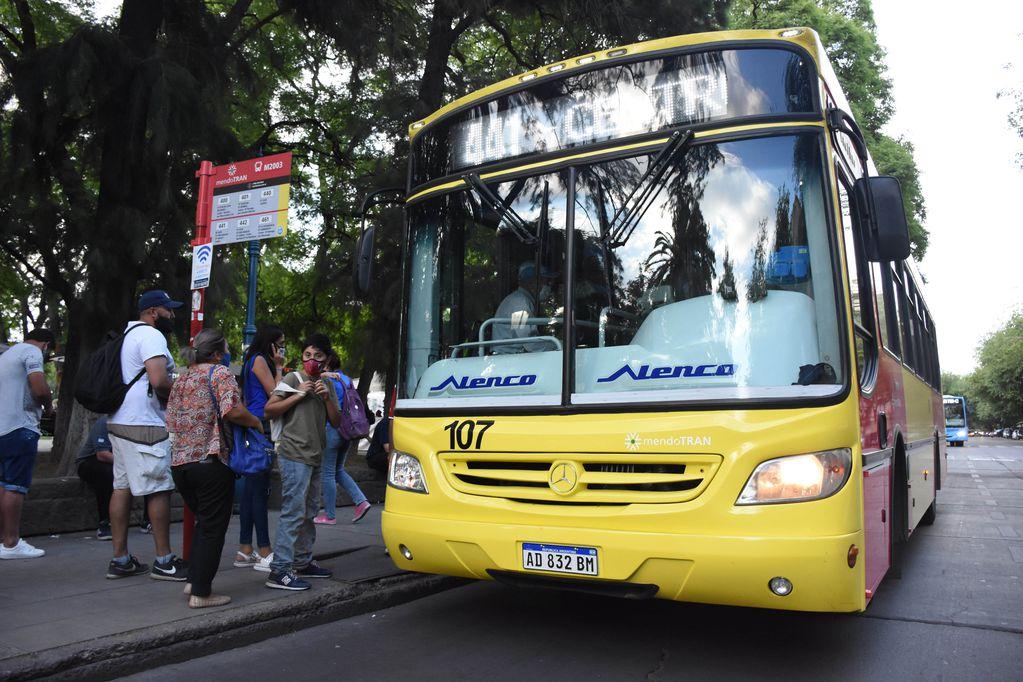 Otra discriminación: la Nación recortó 50% el subsidio al transporte en Mendoza