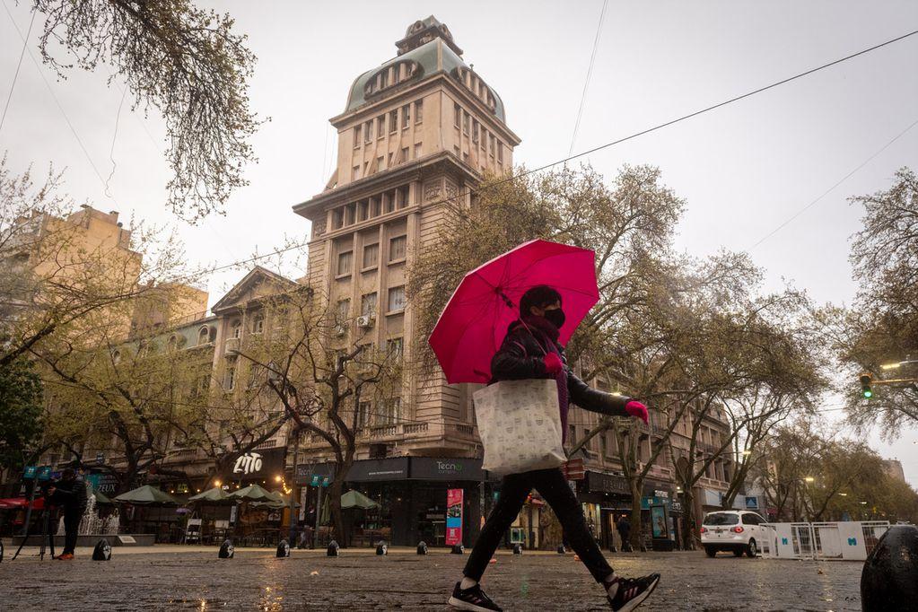 La posibilidad de lluvias aisladas marcará esta jornada. Foto: Ignacio Blanco / Los Andes