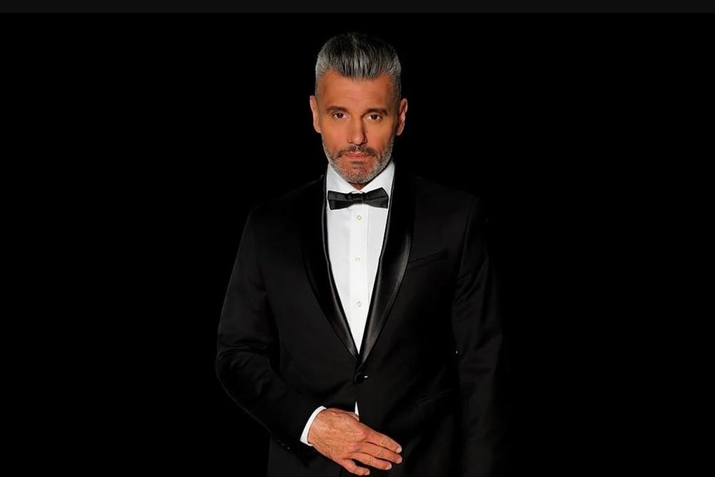 El periodista deportivo y ex arquero Sergio Goycochea despunta su faceta como actor en la calle Corrientes.