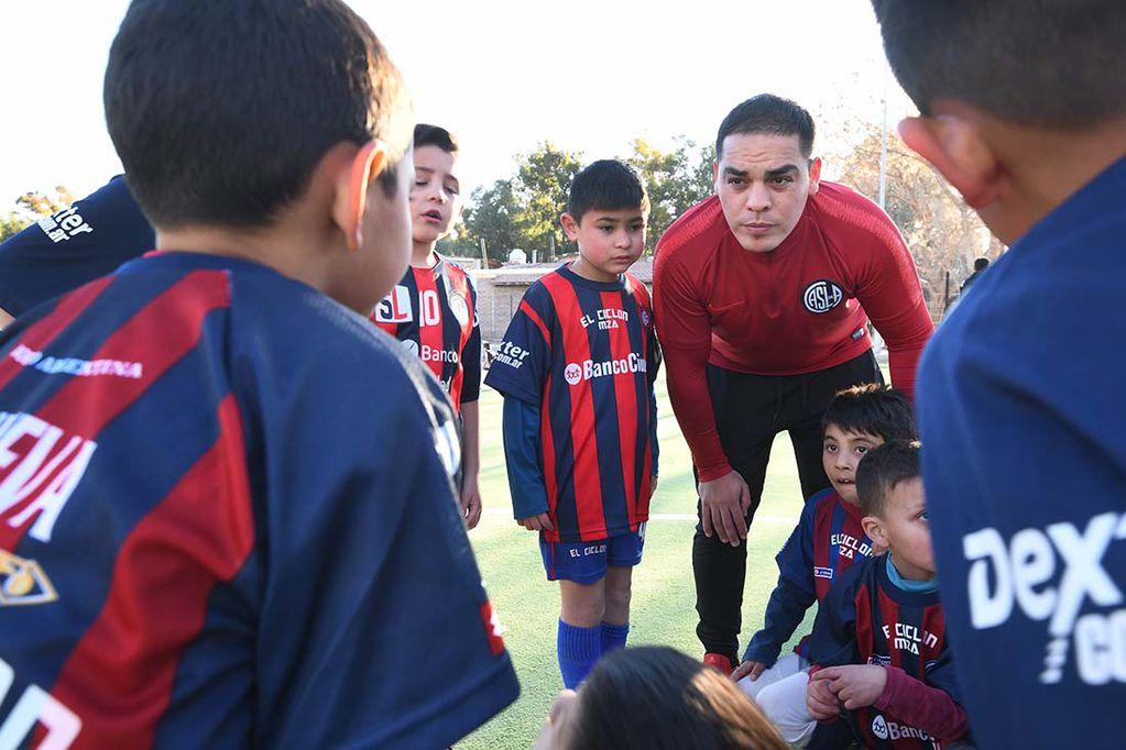 Diego, el recolector de residuos que abrió una escuelita de fútbol para alejar a chicos de la calle