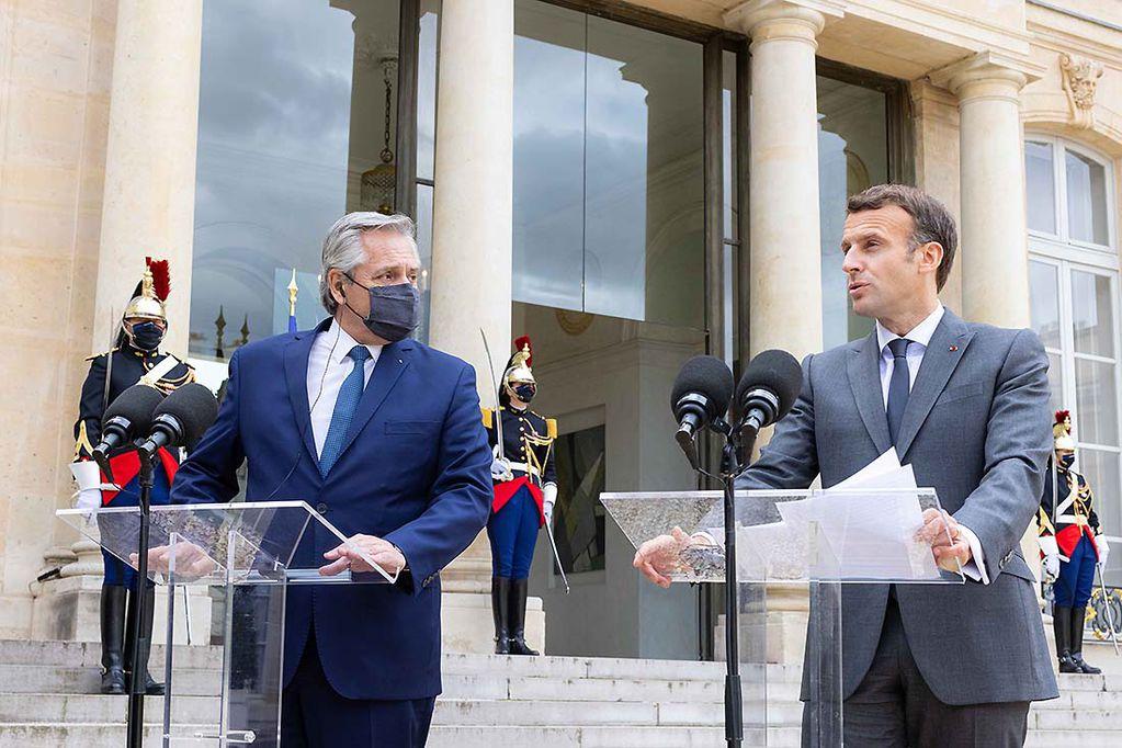 El presidente Alberto Fernández agradeció el apoyo a la posición argentina en las negociaciones ante el FMI y el Club de París que brindó su par de la República Francesa, Emmanuel Macron, con quien destacó el compromiso de ambos países en la lucha contra el cambio climático y el respeto a la diversidad de género.