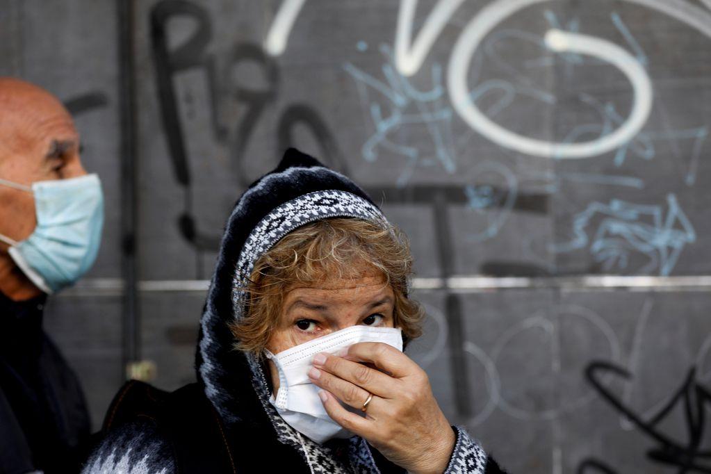 Argentina logró bajar nuevamente los contagios. AP
