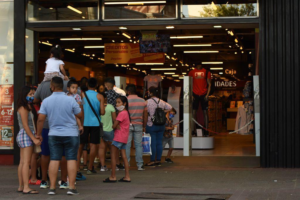 Según una encuesta, más del 80% de los comerciantes está de acuerdo en utilizar el horario corrido para atender / Mariana Villa