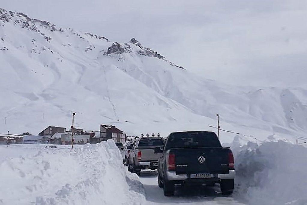 En el valle de Las Leñas, se acumularon 1.50 metros de nieve en la base del centro de esquí.