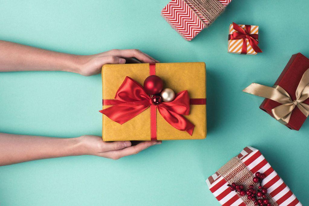 Qué regalar y qué no en estas fiestas: consejos para que tus presentes sean baratos y acertados