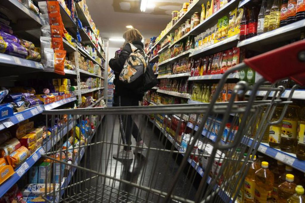 Tarjeta Alimentar paga hoy $12.000: consultá con tu DNI si te corresponde (Ignacio Blanco / Los Andes)