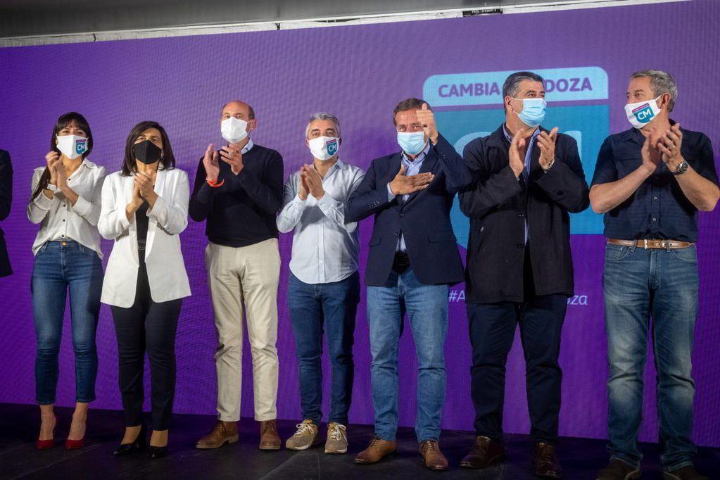 Rodolfo Suárez celebró el contundente triunfo de Cambia Mendoza con el 43% de los votos en toda la provincia. / Ignacio Blanco