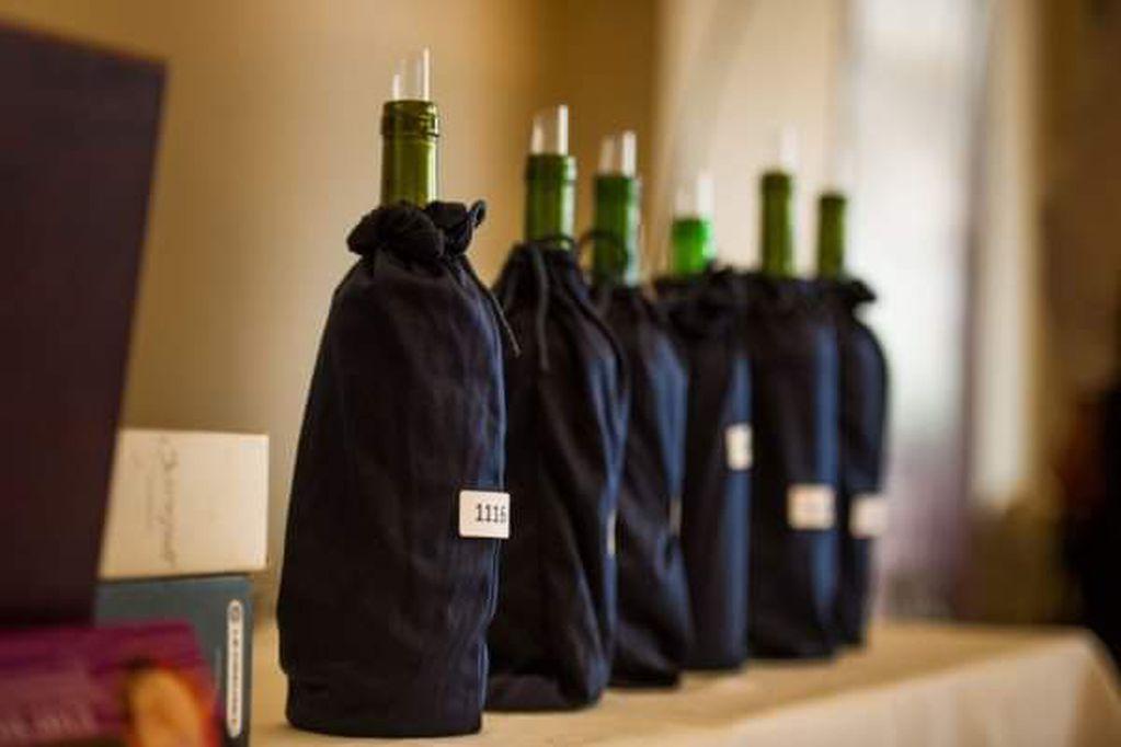 VINUS es un concurso donde los vinos se catan absolutamente a ciegas.