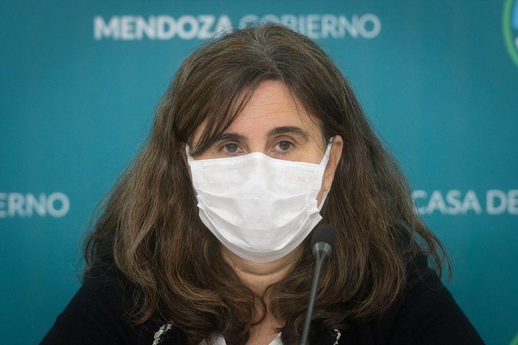 Ana María Nadal, ministra de Salud, la encargada de resistir el embate opositor. Foto: Ignacio Blanco / Los Andes