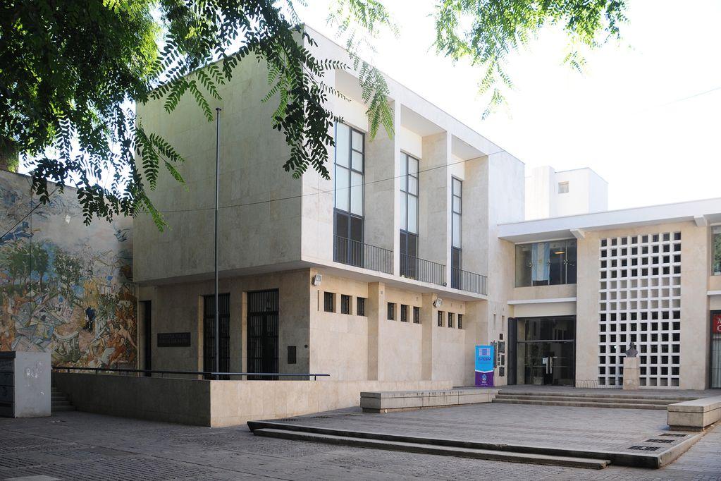 A punto de cumplir dos siglos de la creación de la Biblioteca Pública San Martín, el Ministerio de Turismo y Cultura festeja la literatura en el Teatro Independencia.