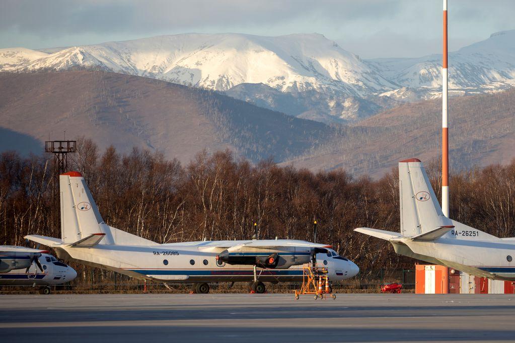 El avión desapareció del radar. Se estrello contra un acantilado. AP