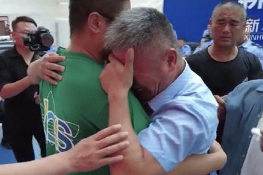 Secuestraron a su bebé, hizo 500 mil km para encontrarlo y 24 años después recibió la mejor noticia