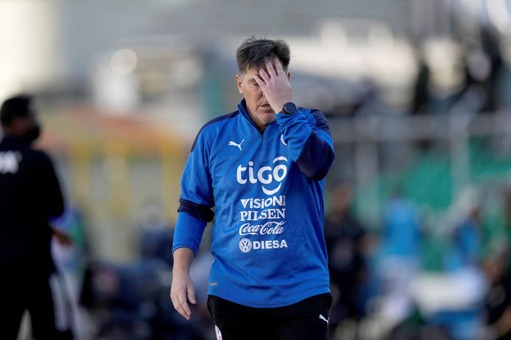 """El argentino Eduardo """"Toto"""" Berizzo ya no sigue al frente de la selección de fútbol de Paraguay. (AP)"""