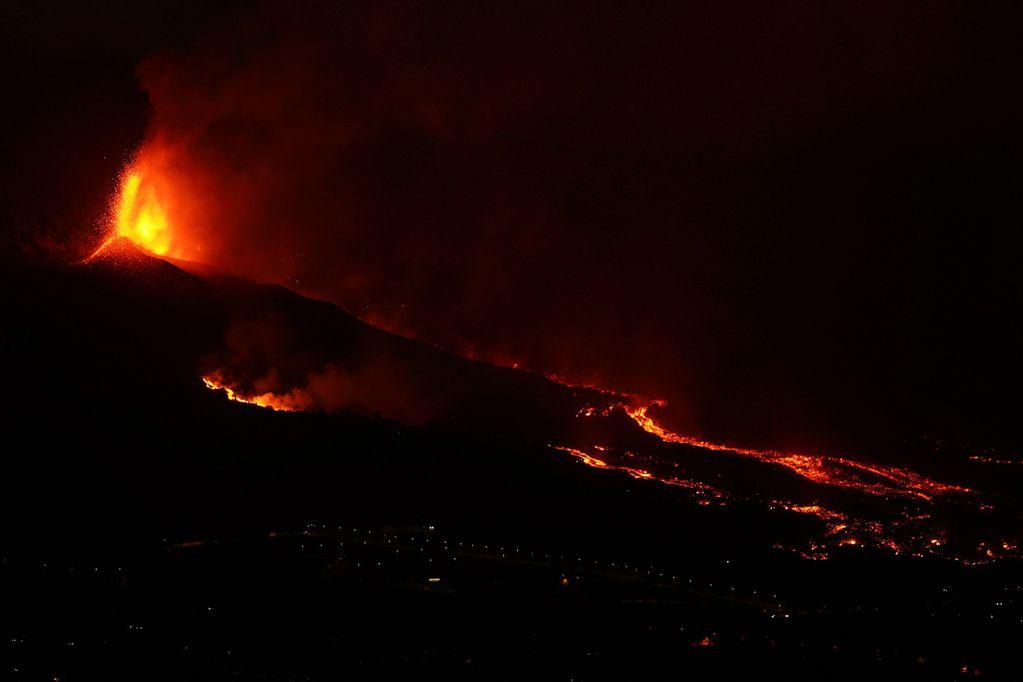 Erupciones de lava de un volcán cerca de el paso en la isla de la palma en las canarias. / Gentileza