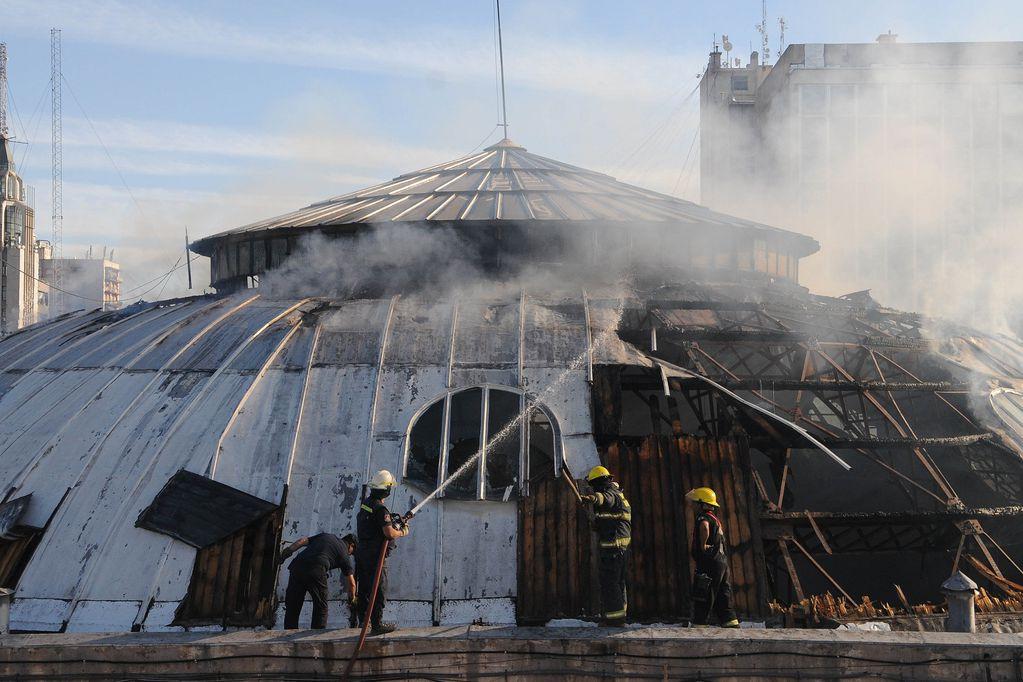 Funcionarios y empresarios, condenados a pagar $ 26 millones por el incendio de la cúpula del ECA