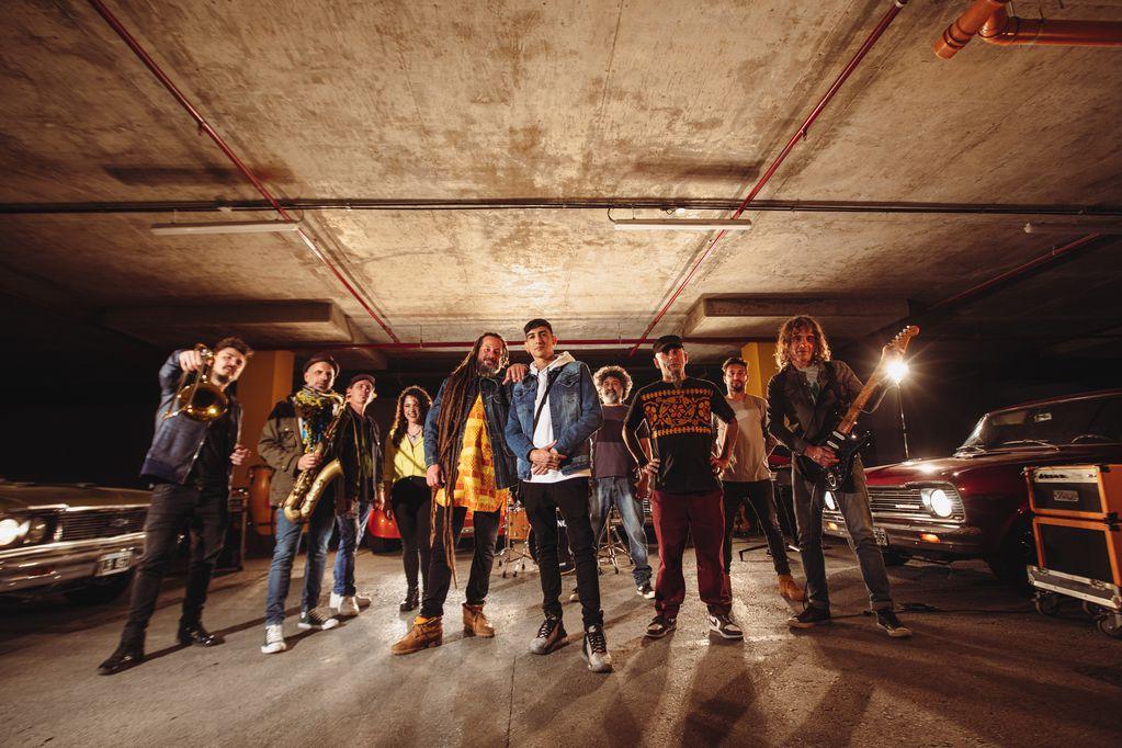 La banda de rock acaba de lanzar su sexto disco, con la participación del joven Stuart.