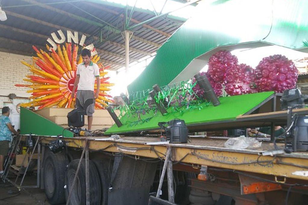 El carro vendimial de Junín, construido con más de 12 mil botellas recicladas