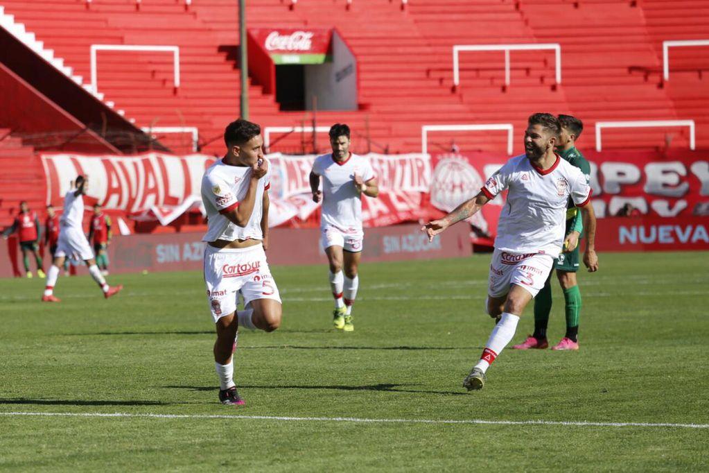 Huracán reaccionó a tiempo y se quedó con los tres puntos en el debut (Foto: Prensa Huracán).