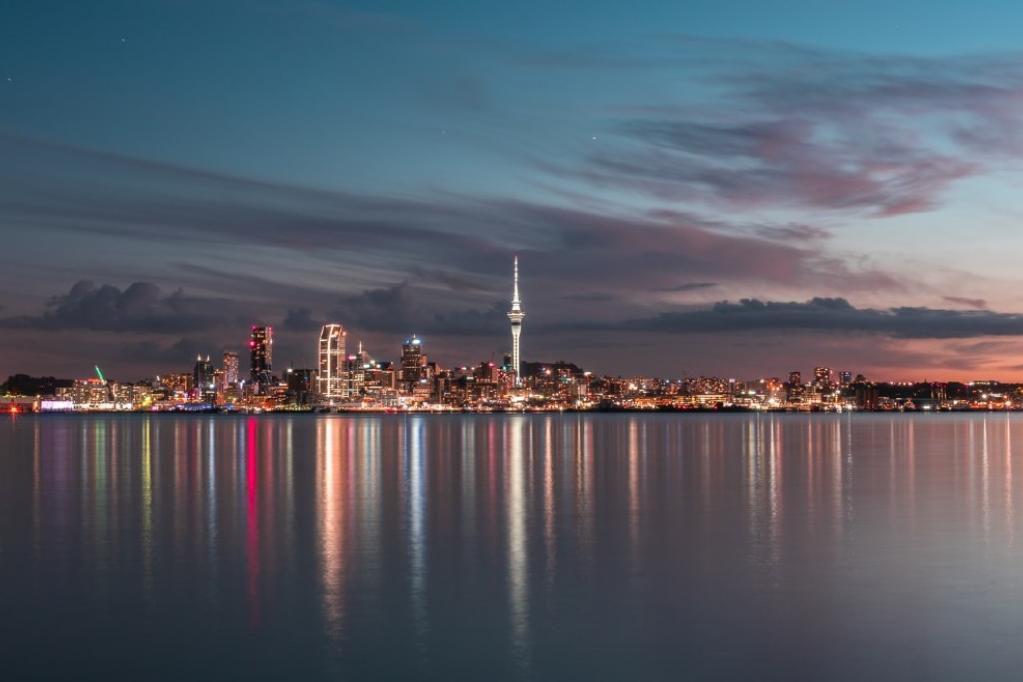 Dejar el país para volver con plata: ¿Cómo viajar y trabajar en Nueva Zelanda de forma legal?