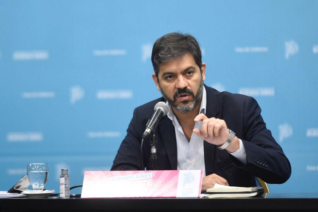 """Carlos Bianco acusó a Juntos por el Cambio de militar el exilio: """"Ni el nazismo se animó a tanto"""""""