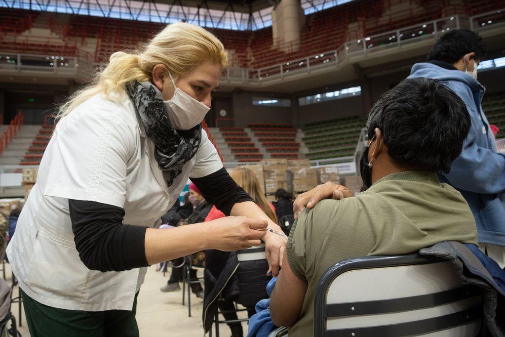 Día del Vacunador y la Vacunadora: historias de la entrega de voluntarios mendocinos