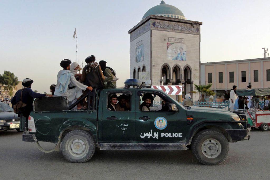 """El presidente afgano dijo que huyó del país para """"evitar un baño de sangre"""""""