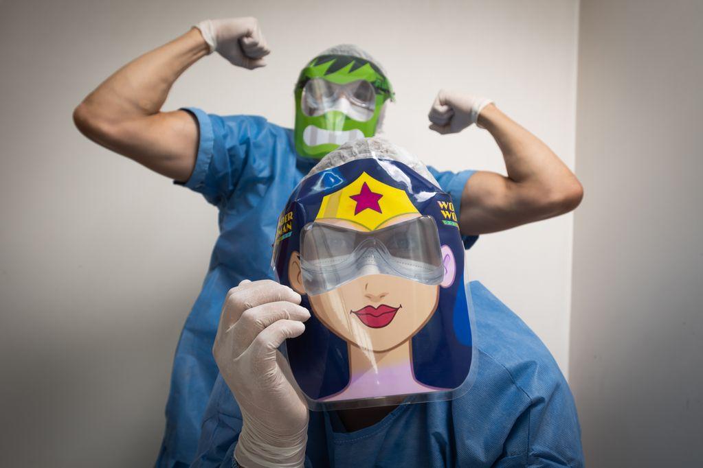 Superhéroes para hisopar a los chicos, la estratégica y divertida iniciativa del hospital Ramón Carrillo