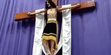 Video: Cristo movió la cabeza en plena misa y dejó perplejos a los feligreses