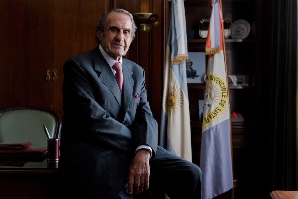 """Murió Carlos Reutemann, el piloto de Fórmula 1 y """"tiempista"""" de la política que no quiso ser Presidente"""