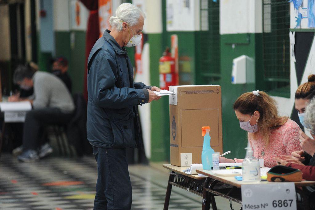 """A quiénes golpea más el """"voto para ninguno"""" de las PASO de este domingo"""