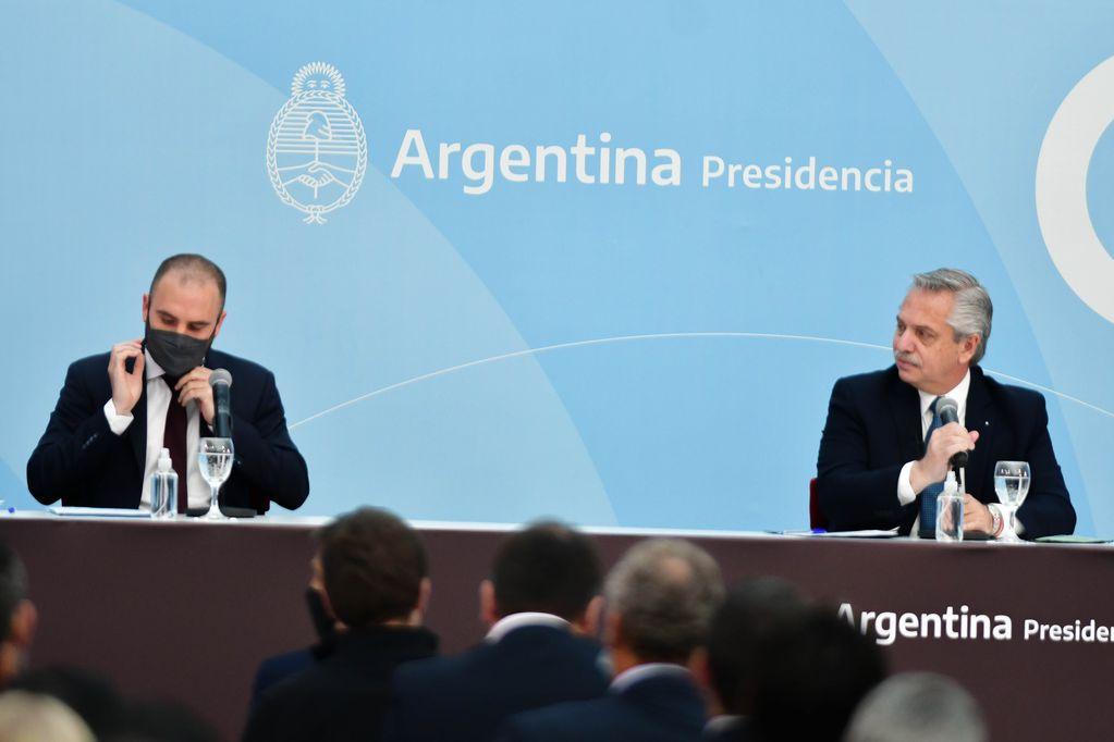 Martín Guzmán junto Alberto Fernández en Casa Rosada durante un acto esta semana (Foto Federico López Claro)