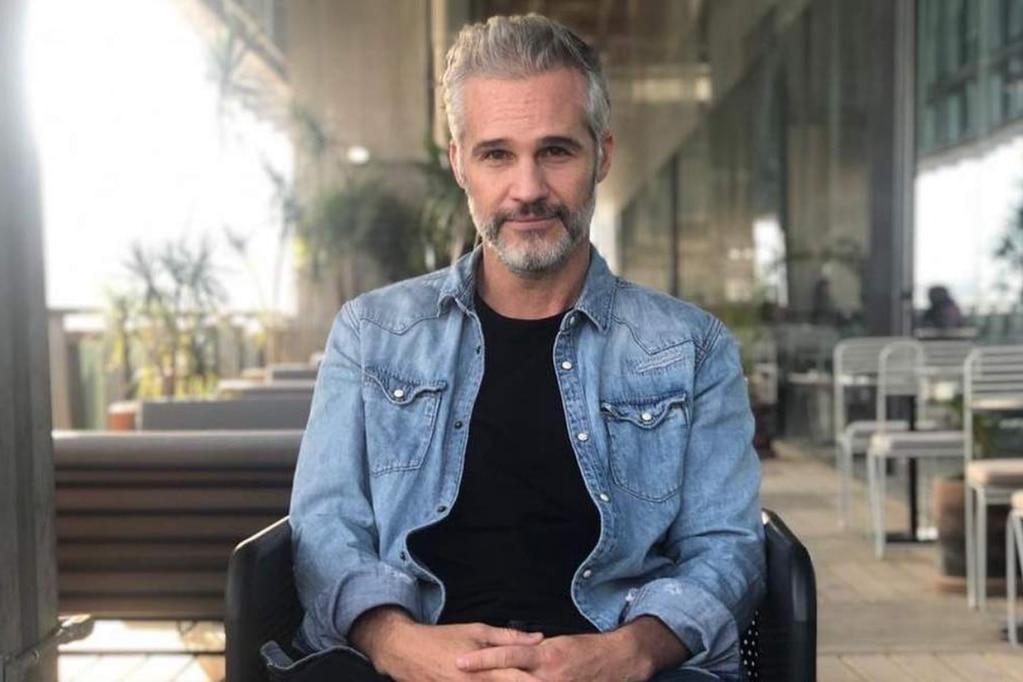 Juan Pablo Medina, actor de 'La Casa de las Flores' sufrió la amputación de una pierna.