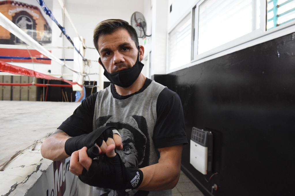 El boxeador mendocino excampeón mundial, Juan Carlos Reveco, desistió de pelear en Barranquilla