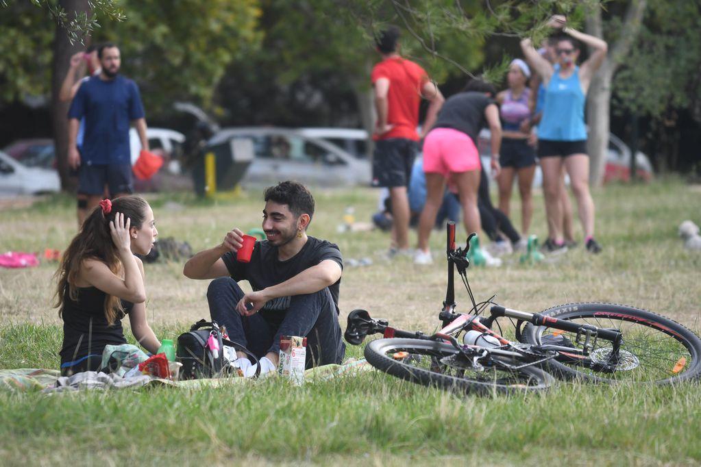 Restricciones en Mendoza, ¿se puede ir a tomar mates al parque o comer un asado en la montaña?