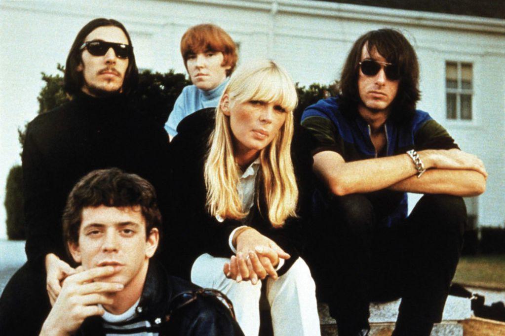 Con cinco discos de estudio y una carrera de apenas siete años, The Velvet Underground es recordada como una de las bandas estadounidenses que revolucionó la escena del rock and roll a nivel mundial.