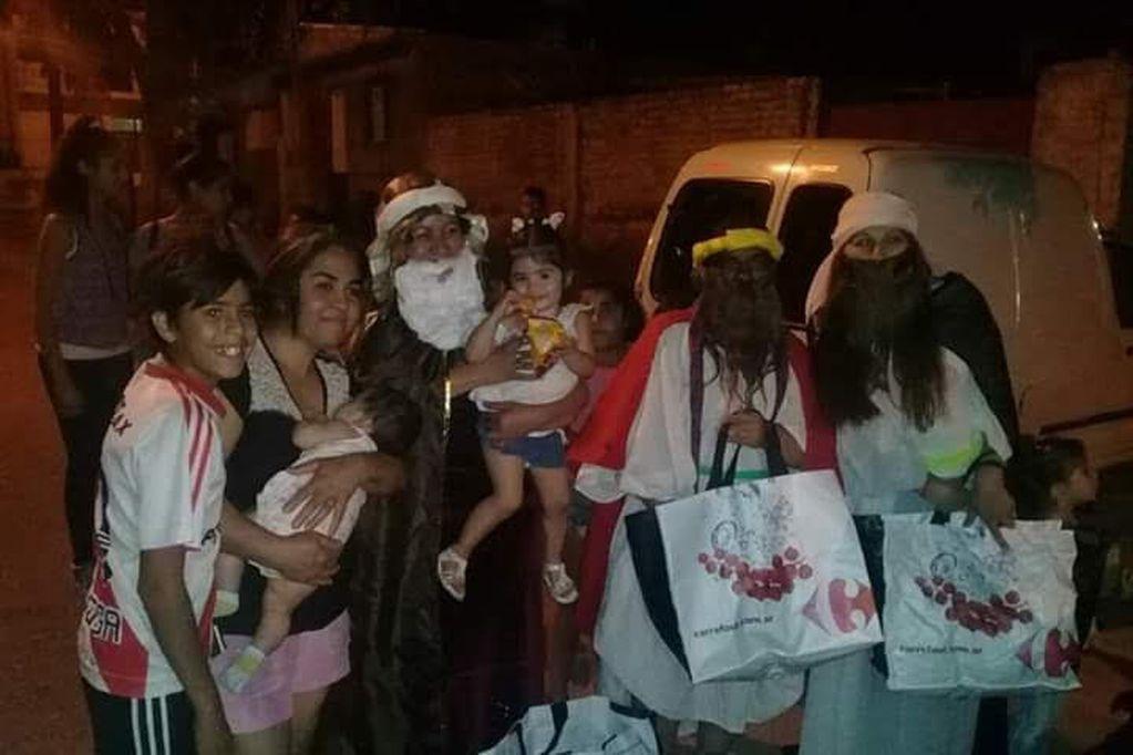 Paola, Romi y Rosa; las tres magas solidarias que les dan una mano a los Reyes Magos en el Barrio San Martín