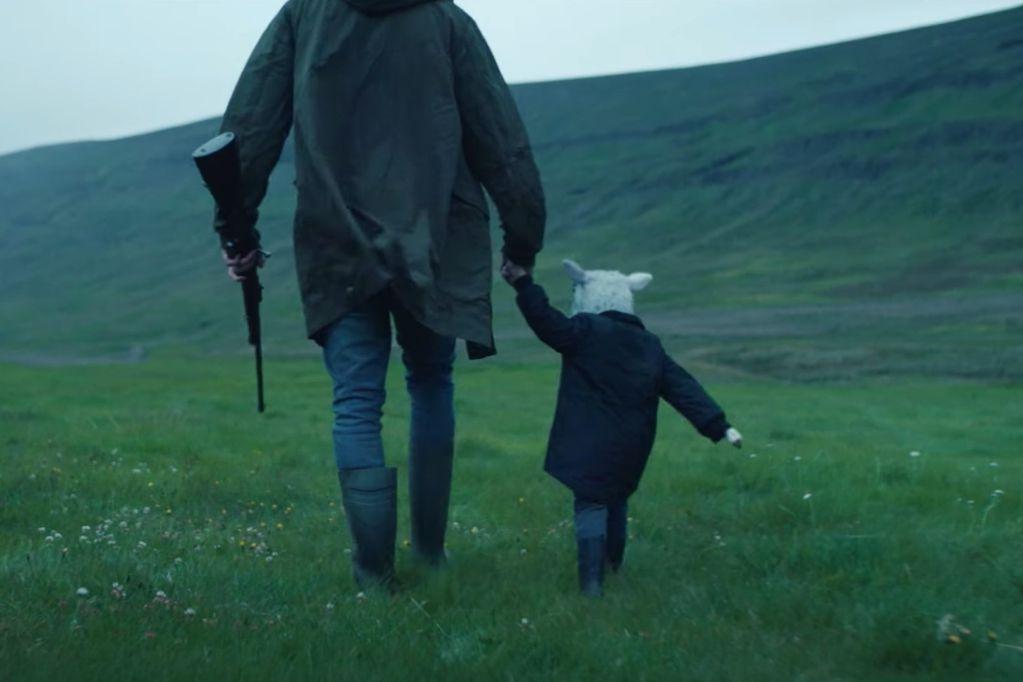 Lamb: la perturbadora película de horror de A24, responsables de Hereditary y Midsommar