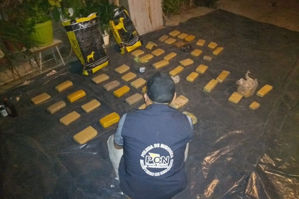 La marihuana que se enviaba a la cárcel provenía de Paraguay. Estaba compactada en 55 ladrillos que fueron decomisados. Foto: Prensa Ministerio de Seguridad