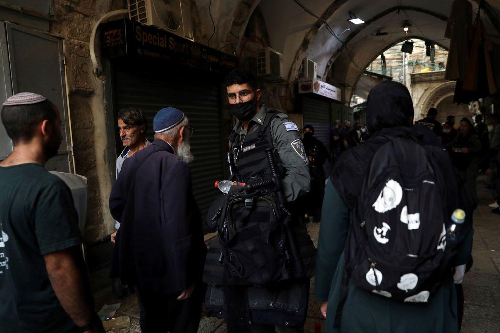 Policía israelí mató a un palestino tras intento de apuñalar a policías en Jerusalén