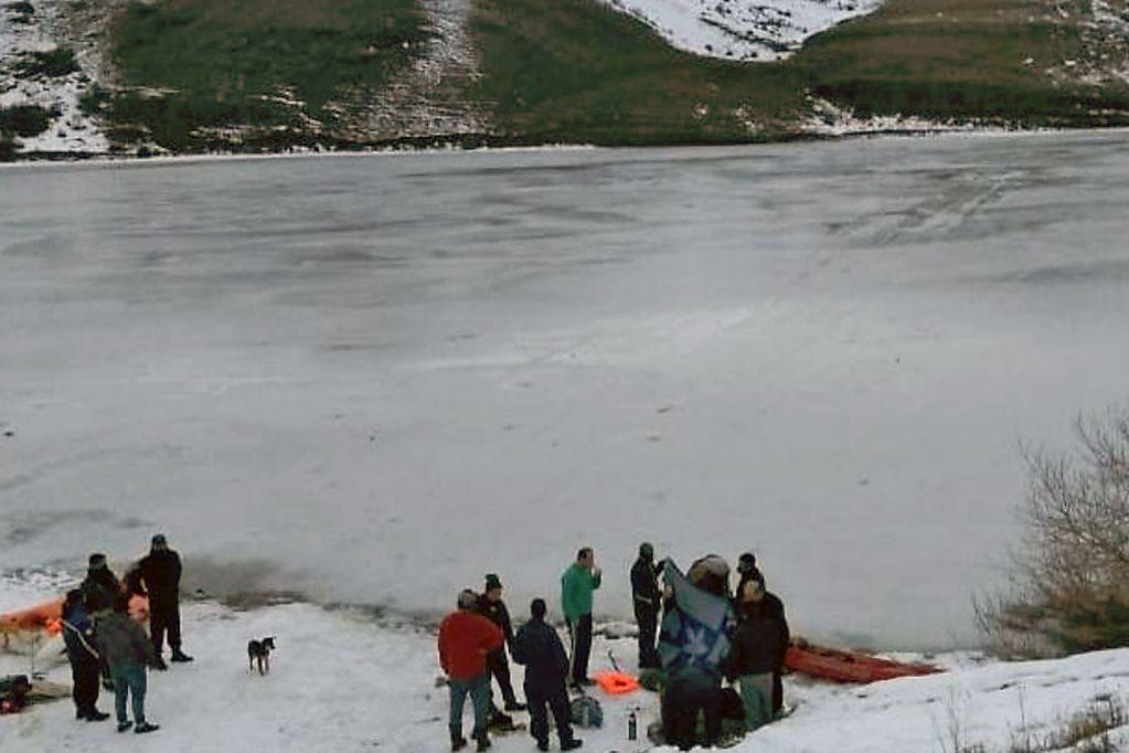 Fueron a patinar a un dique, se rompió el hielo y murieron ahogados: el trágico deceso de dos niños