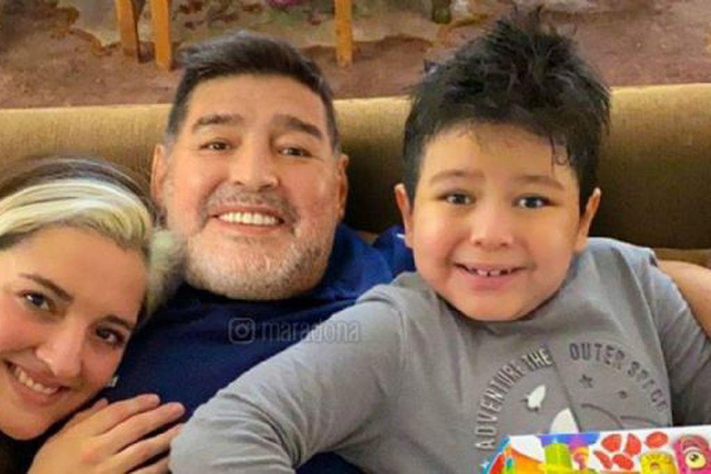 Diego Maradona junto a Jana y Dieguito Fernando.