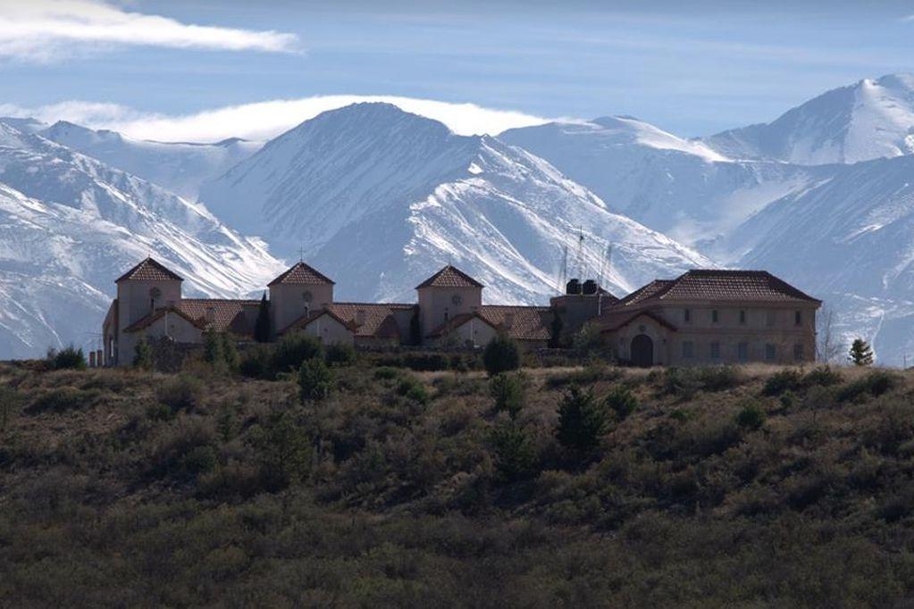 Gran operativo en el Monasterio del Cristo Orante de Tupungato tras denuncia de abuso