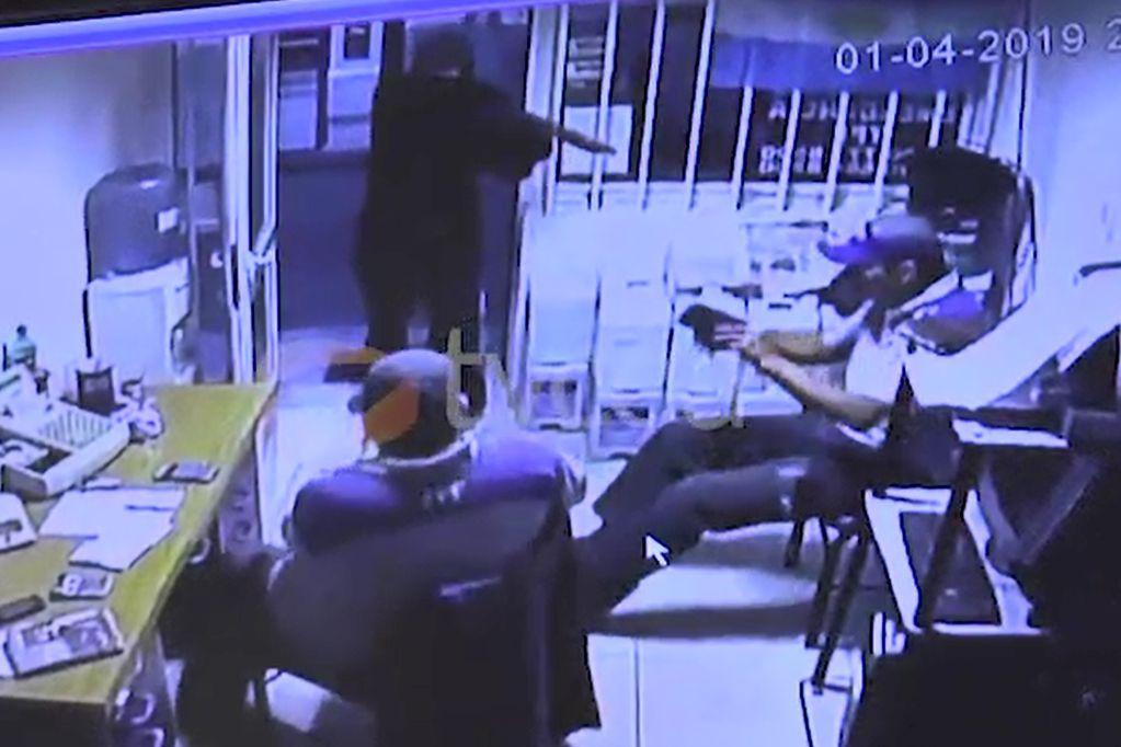 Video estremecedor: asaltó estación de servicio de Alvearcon una escopeta recortada