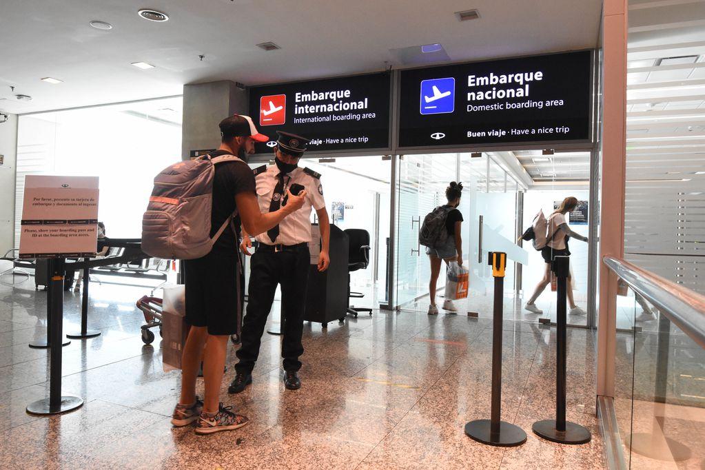 En septiembre podrían volver los vuelos internacionales tras 18 meses que Mendoza no tiene conexión con otros países. Mariana Villa / Los Andes