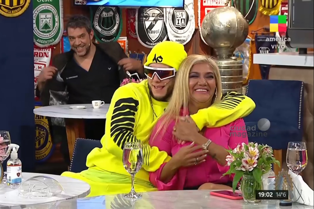 "Marcela Tauro ""destrozó"" a Gladys 'La Bomba' Tucumana porque no para de coquetear con Alex Caniggia"