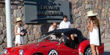 Hoy, viernes 13 de marzo desde las 8.30, Dalvian recibió por segunda vez a los exclusivos autos que participan del Rally de las Bodegas.