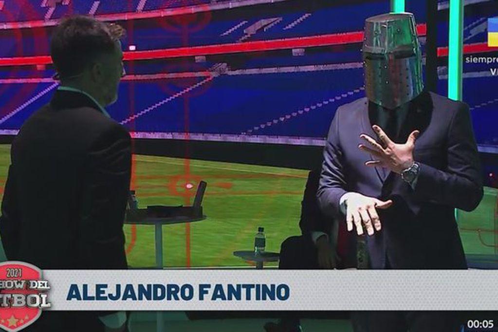 """Momento bizarro en la TV: Fantino nombró al caballero Toti Pasman """"Rey de El Show del Fútbol"""""""