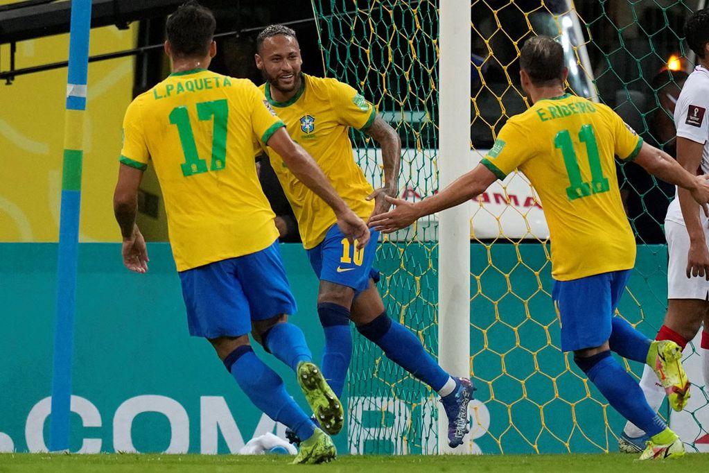 Neymar, autor de uno de los goles con los que Brasil le ganó a Perú por Eliminatorias. (AP)
