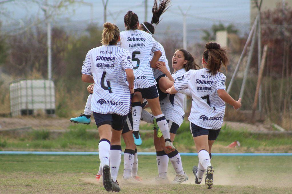 Las Leprosas siguen liderando en su grupo, tras una goleada en la quinta fecha del torneo de Liga Mendocina. /Gentileza Prensa de Independiente Rivadavia.