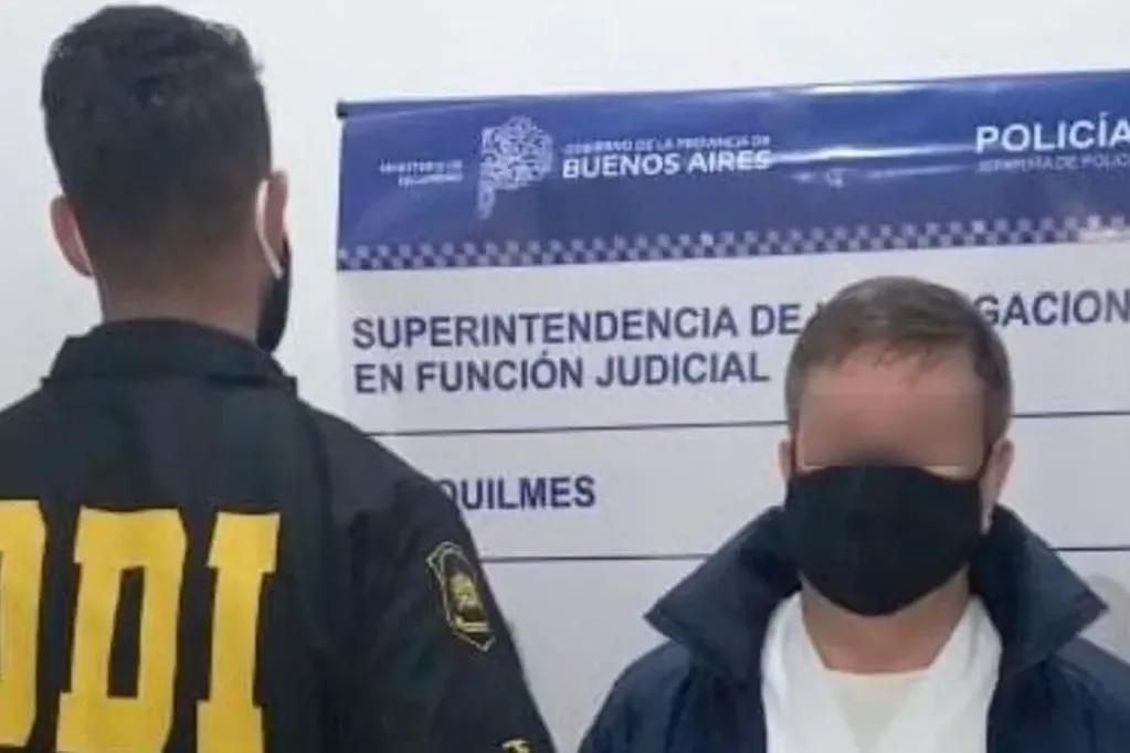 Detuvieron a un falso médico pediatra que atendía con tobillera electrónica y pedido de captura